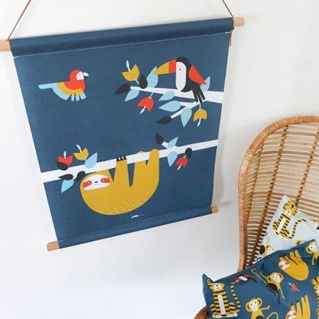 Textielposter jungle luiaard donkerblauw