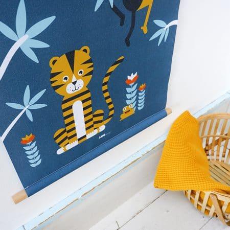detail textielposter jungle donkerblauw