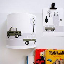 Kinderkamer wandlamp met olijf groene auto's