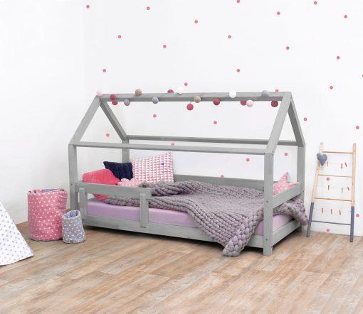 Kinderkamer met huisbed in grijs