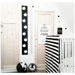 Kinderkamer monochrome met appeltjes lengteposter