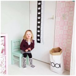 Kinderkamer met lengteposter kroon