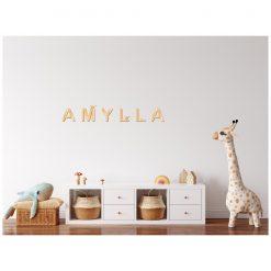 Kinderkamer muur met houten naam
