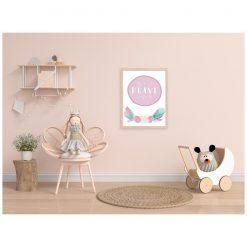 Kinderkamer met poster aan de wand