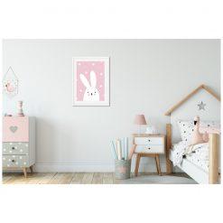 Kinderkamer met poster in lijst